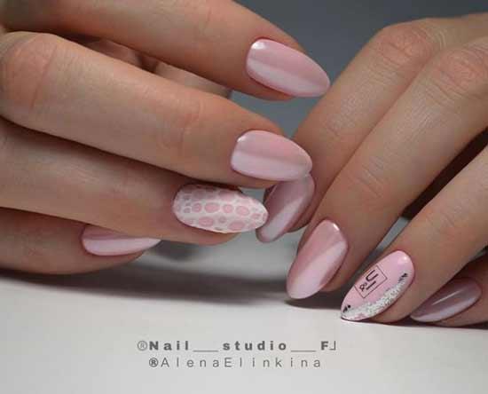 Розовый маникюр с рисунком пеной