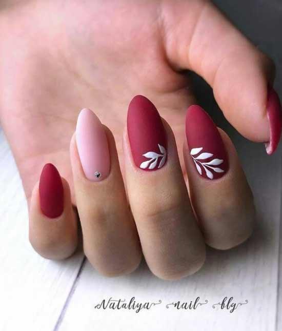 Рисунок на красном фоне ногтей