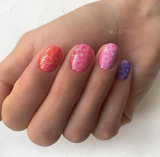 Разноцветные нежные ногти