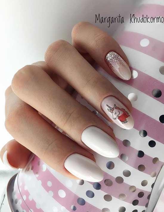 Розово-белый маникюр единорог
