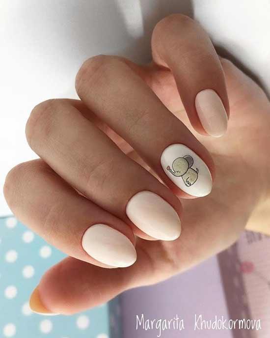 Милый слоненок на ногтях