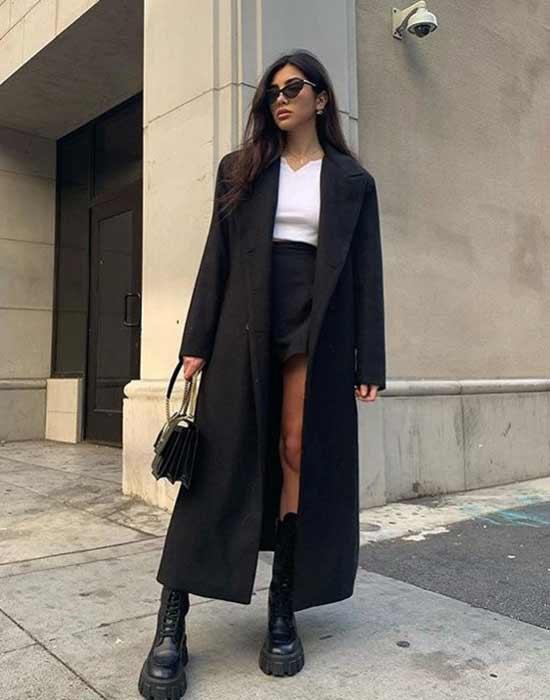 Длинное черное пальто и брутальные ботинки