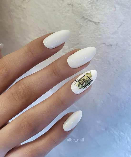 Белый с золотом маникюр