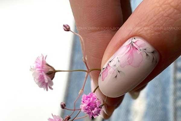 Дизайн ногтей с нежным рисунком