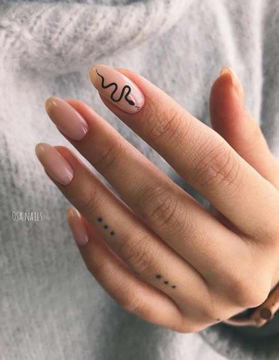 Рисунок змеи на ногтях фото