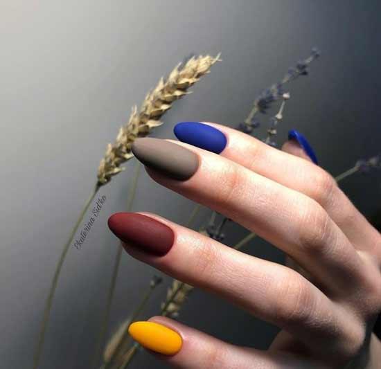 Коричневый с синим, бордовым, желтым и синим