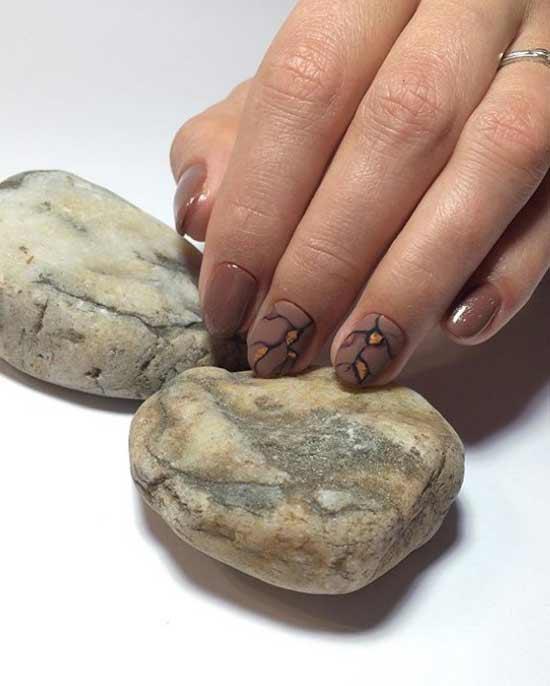 Коричневый короткие ногти