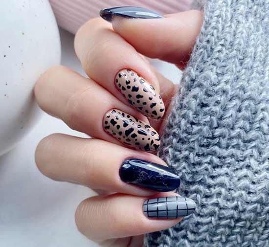 Коричневый принт на ногтях