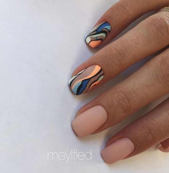 Шоколадного цвета принт на ногтях