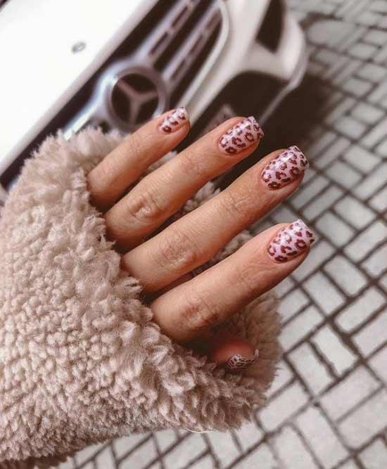 Коричневый лео-принт на ногтях