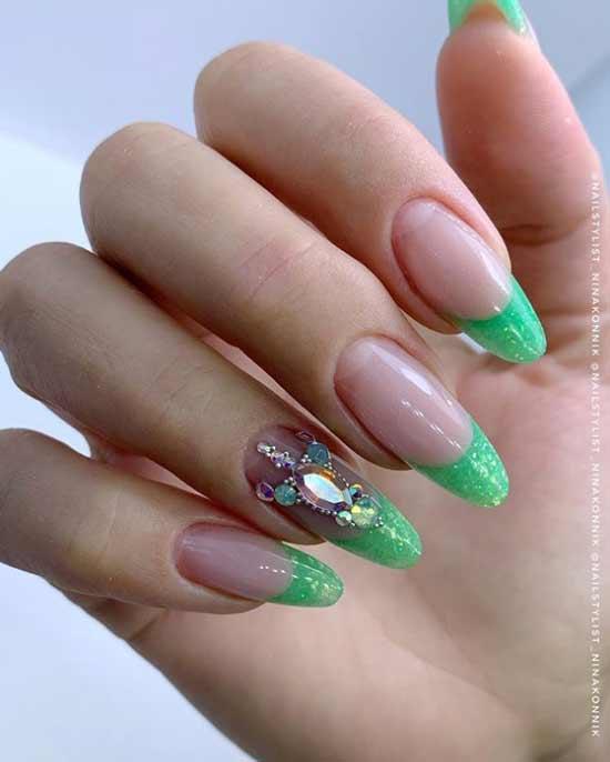 Светло-зеленый френч длинные ногти