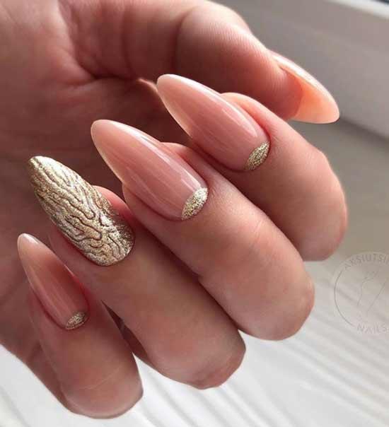 Красивый золотисто-бежевый длинные ногти