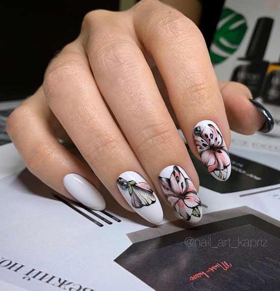 Длинные ногти с цветочным принтом
