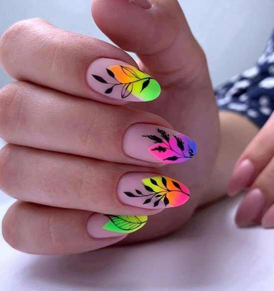 Длинные ногти с неоновыми акцентами