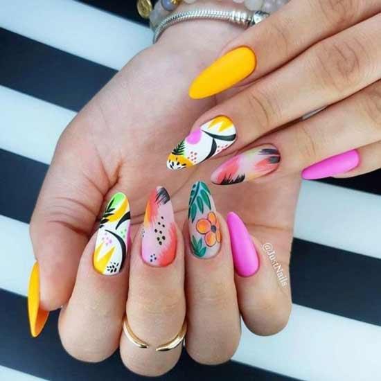 Яркий маникюр с рисунками на всех ногтях