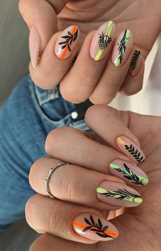 Рисунки на полупрозрачном фоне длинных ногтей