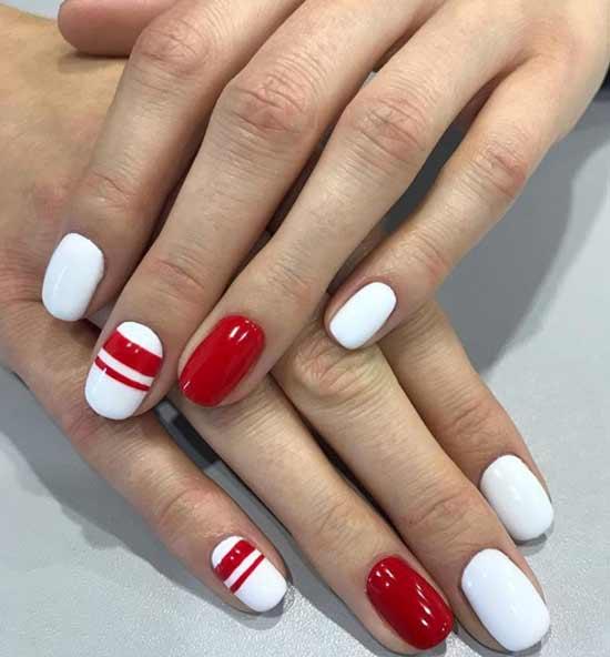Белый с красными полосками