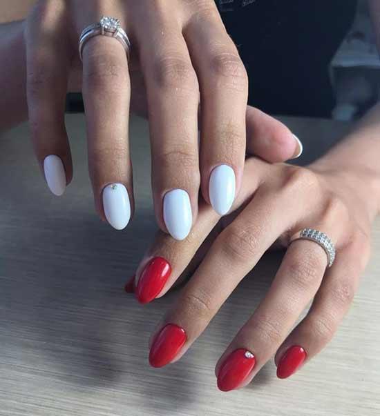 Белый с красным дизайн ногтей