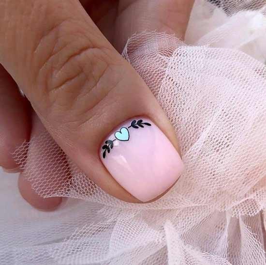 Дизайн ногтей для невесты с акцентным сердечком
