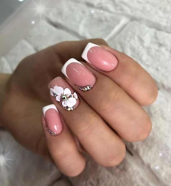 Френч с белым цветочком