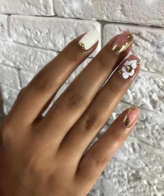 С золотом и объемным цветком