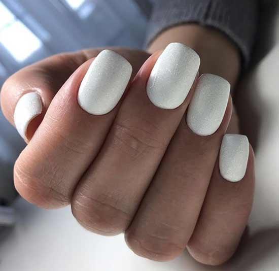 Свадебный белый маникюр