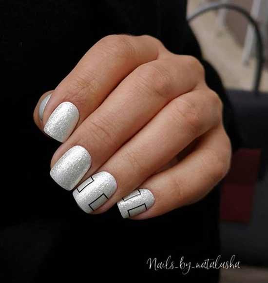 Белый серебристый маникюр
