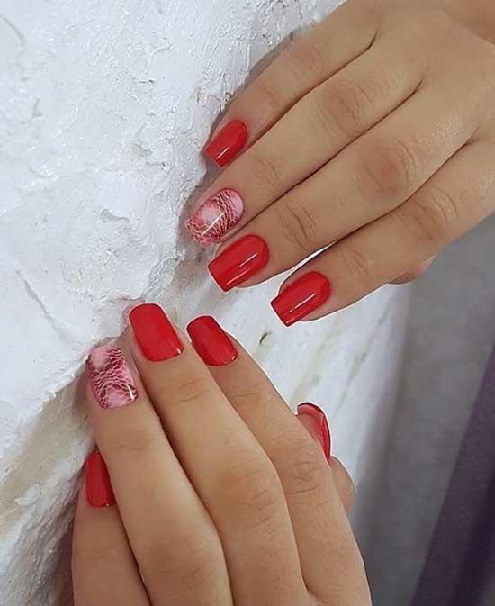 Розовый змеиный принт на ногтях