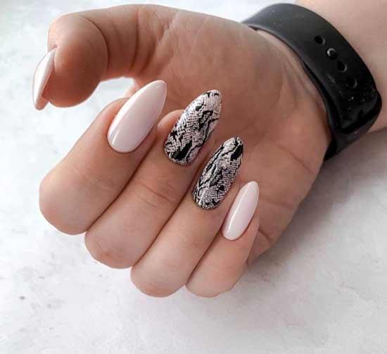 Змеиный узор на ногтях