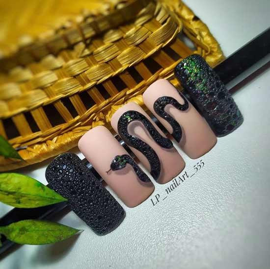 Бабл-змея на ногтях
