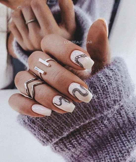 Матовый дизайн ногтей со змейкой