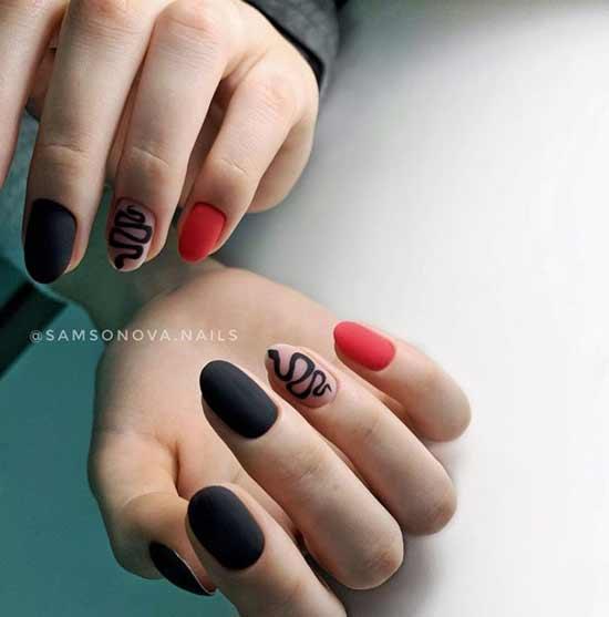 Черно-красный маникюр со змеей