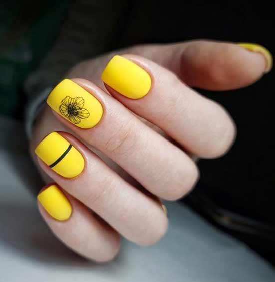 Графический цветок на ногте