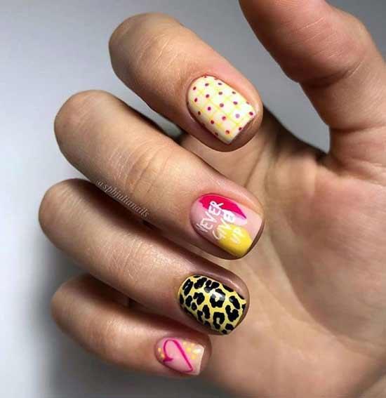 Модные графические принты на ногтях