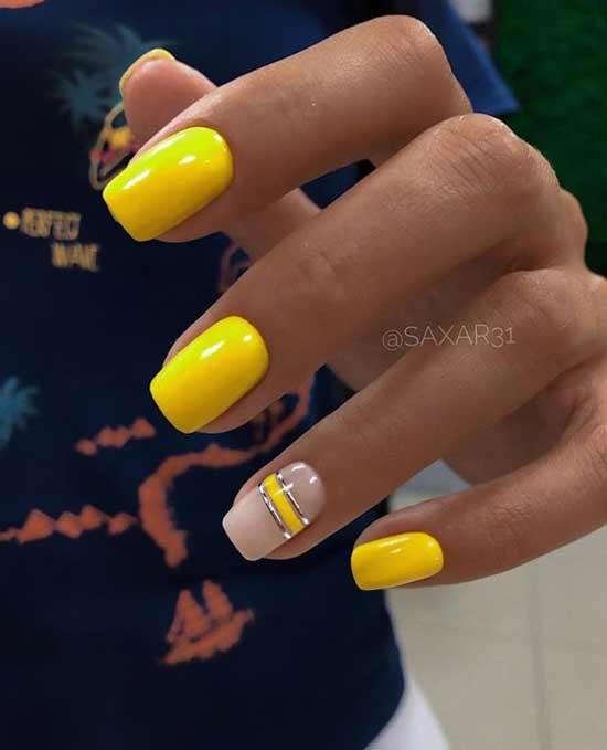 Желтый маникюр с полосками