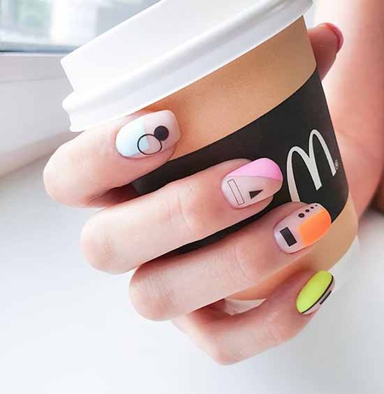 Цветная геометрия на ногтях