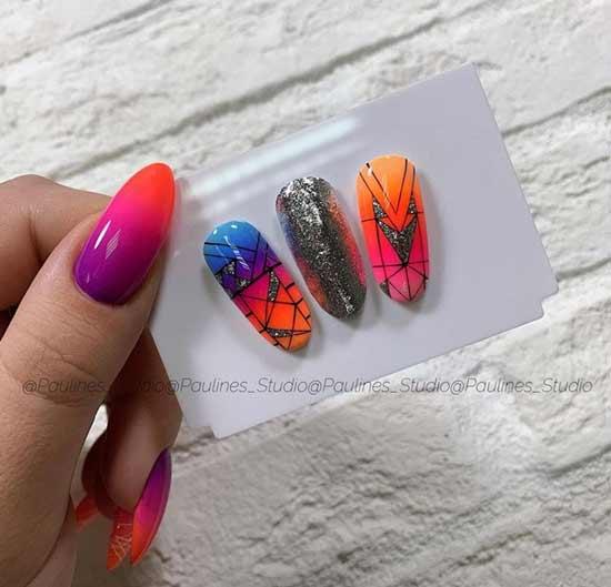 Яркий градиент на ногтях