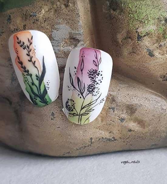 Градиент на ногтях акварелью