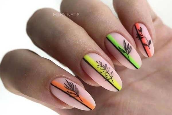 Дизайн ногтей с цветными полосками