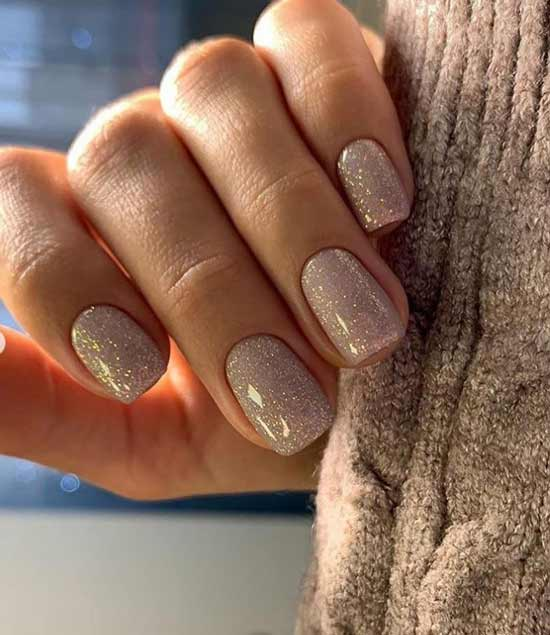 Нюдовый дизайн ногтей с блестками