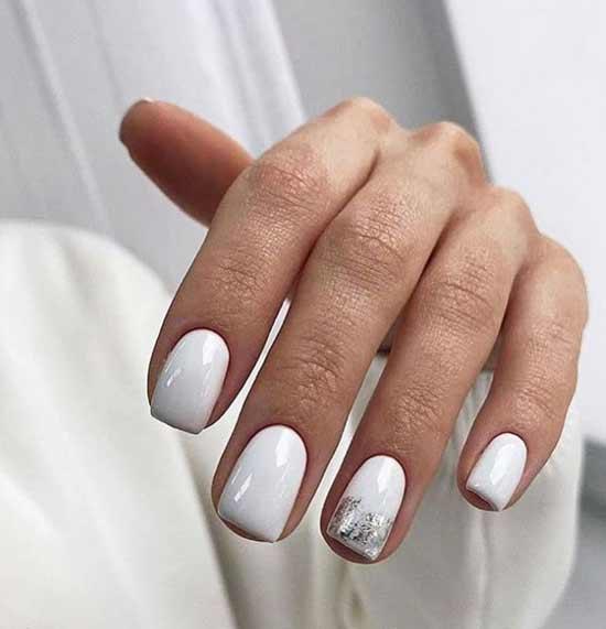 Белый маникюр с фольгой квадратные ногти