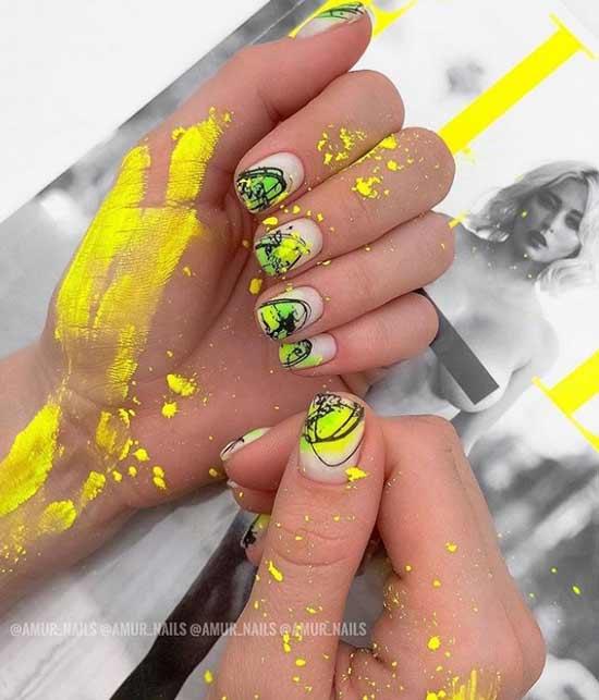 Желтый неоновый маникюр