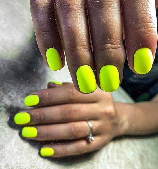 Неоновый желто-зеленый маникюр