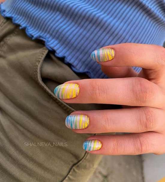 Яркий маникюр на ногти овальной формы