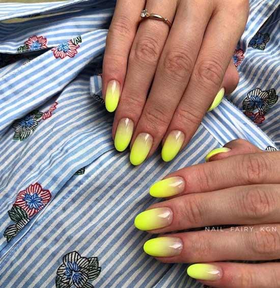Яркий градиент на овальные ногти