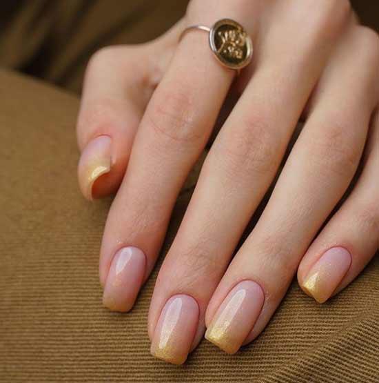 Нежный дизайн ногтей солнечного цвета френч