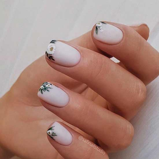 Нежный молочный дизайн ногтей