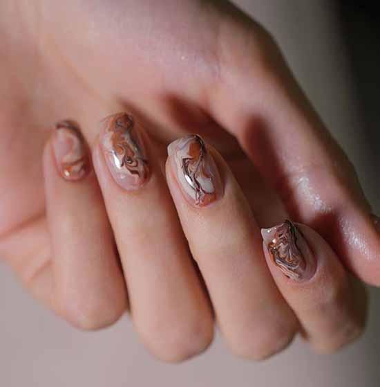 Мраморный розовый дизайн ногтей
