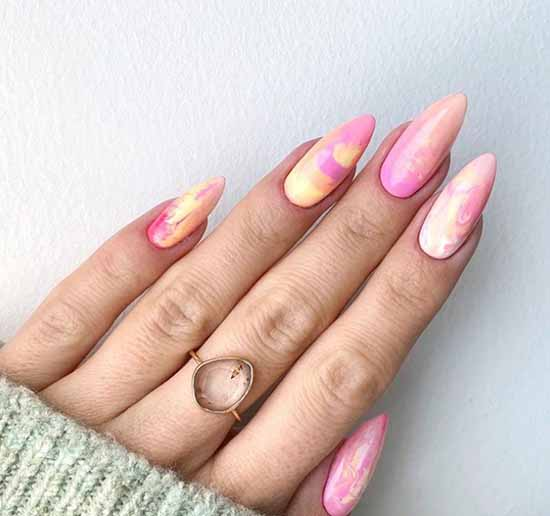 Светло-розовый дизайн ногтей фото