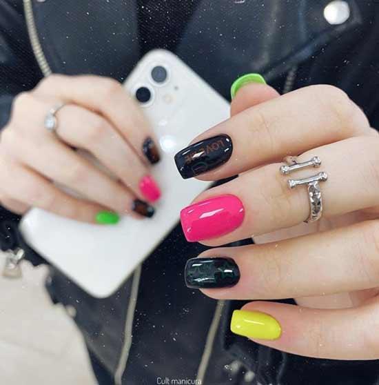 Разноцветный черный маникюр
